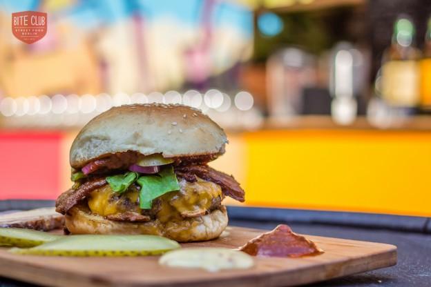 Bunsmobile burger credit Giovanni Dominice